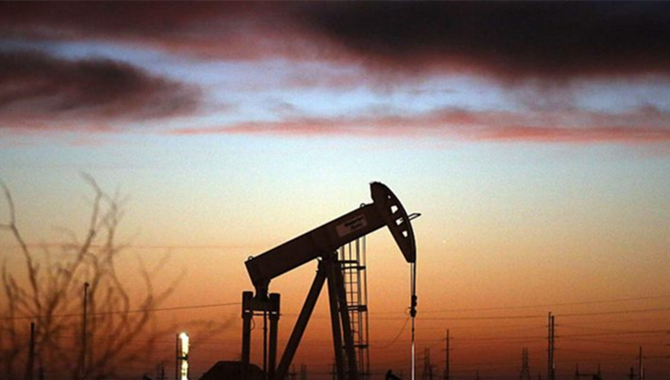 Crude oil declines as IMF lowers global growth outl