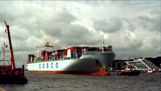 COSCO ships giant machine to Shanghai for import ex