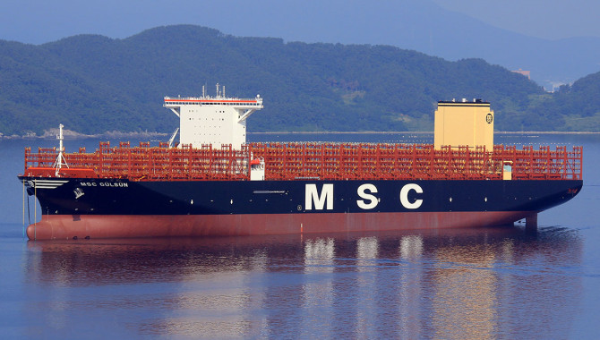 World's largest container ship sets sail from Tianjin_信德