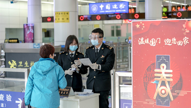 Shenzhen Customs' special team monitors ports for c