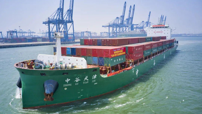 ZhongGu orders 10 panamax containerships at Yangzij